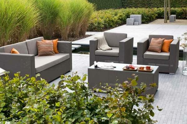 outdoor-rattanmöbel-tisch-und-stühle