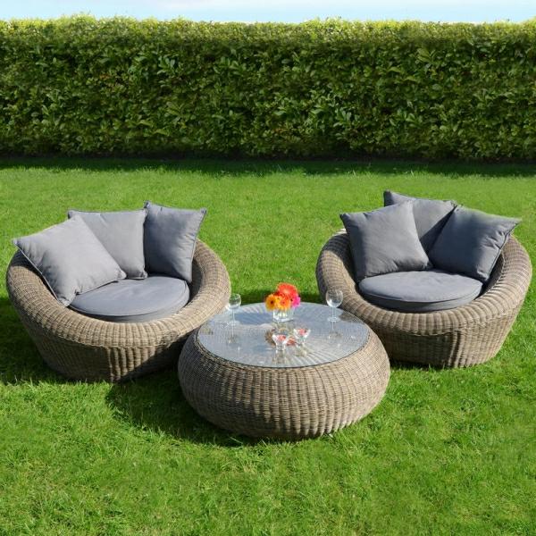 outdoor-rattanmöbel-tisch-und-stühle3