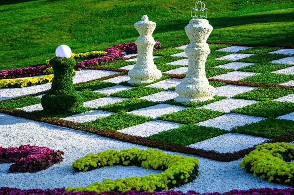 outdoor-schach-gartenfiguren