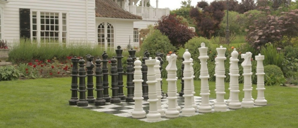 outdoor-schach-plastikfiguren