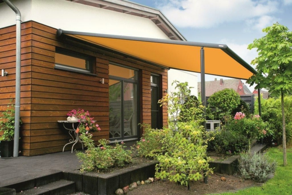 pergola- markise-in-oranger-farbe