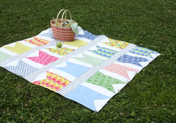 picknick-decke-zärtlicher-look und bunte farben