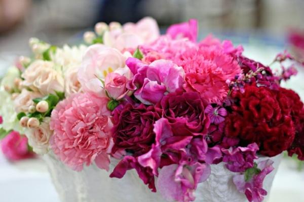 Tischdekoration-wunderbare-Hochzeit-Rosa-Rot-und-Ziklamfarbe