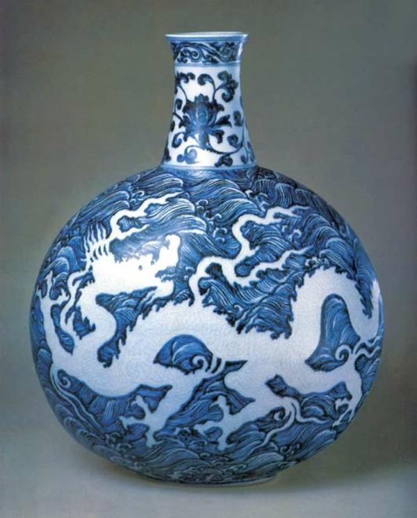 porzellan-in-blau-und-weiß-dekoration