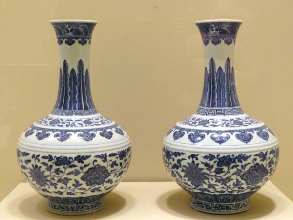 porzellan-in-blau-und-weiß-krüge