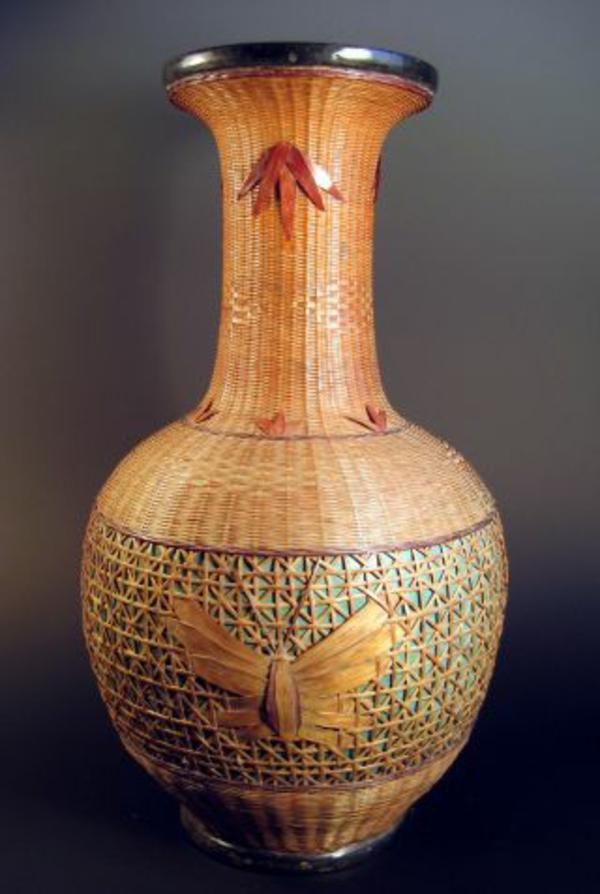 rattan-vasen-im-chinesischen-stil- dunkler hintergrund