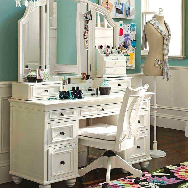 retro-Schminkbüro-in-weißer-farbe-mit-spiegel