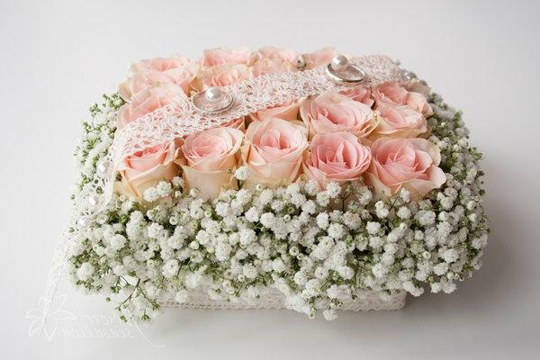 romanische-blumendeko-hochzeitsdekoration-tischdekoration-zarte-rosen