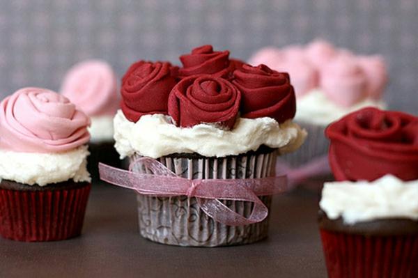 rote-und-rosa-rosen-cupcakes-dekorieren-cupcake-topping
