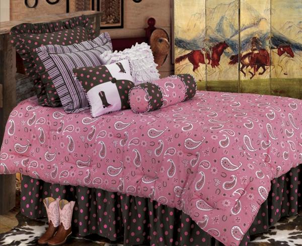 rosige-bettwäsche-mit-ornamenten-gemütlich erscheinen