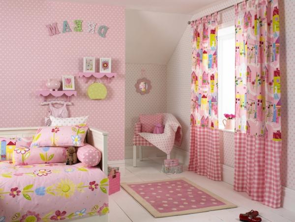 rosige-gardinen-dekorationsvorschläge-mit vielen süßen sachen