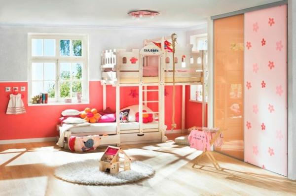 rot-rosa-orange-pastelltöne-farbideen-für-kinderzimmer-holzboden