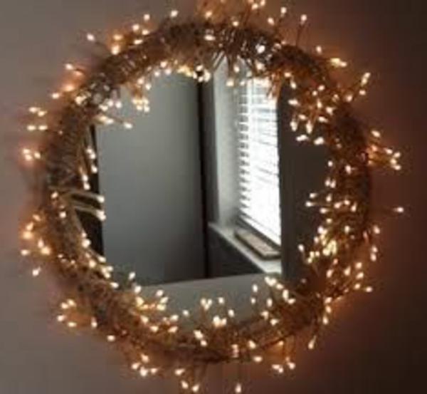 runder-spiegel-mit-leuchten-süßer look