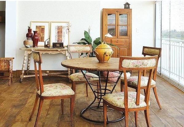 rustikale-Küchenwandgestaltung-mit-holzmöbel