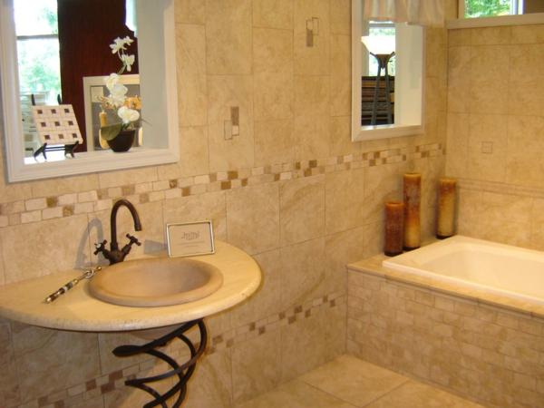 schöne-badewanne-einfliesen- dekorative kerzen