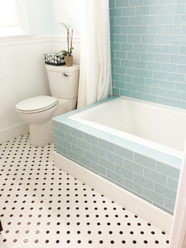schöne-badewanne-vekleiden-weiße toilette