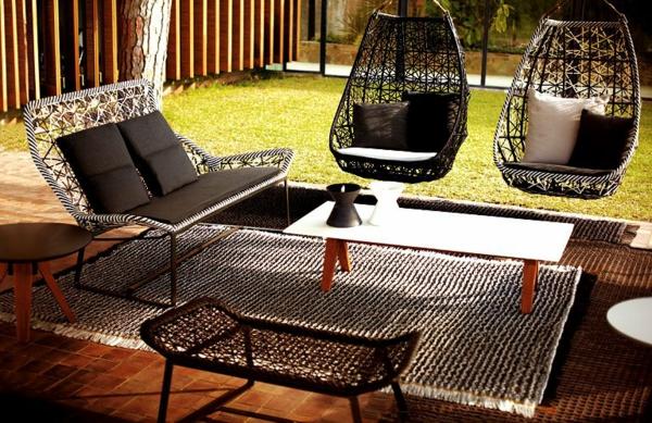 moderne-gestaltung-mit-korbhängesessel-im Garten