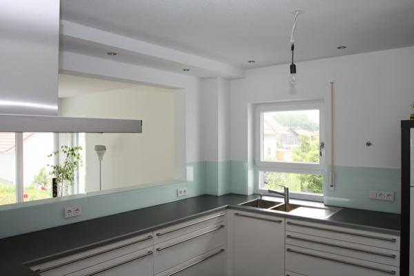 küchenrückwand in hellen farben - kleine und schöne küche gestalten
