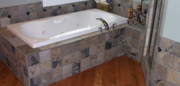 schöne-moderne-badewanne-vekleiden-badewanne in weiß