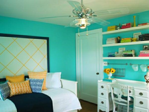 tollees-schlafzimmer-farben-türkis-gelb-dekokissen-wandfarbe-schwarz1