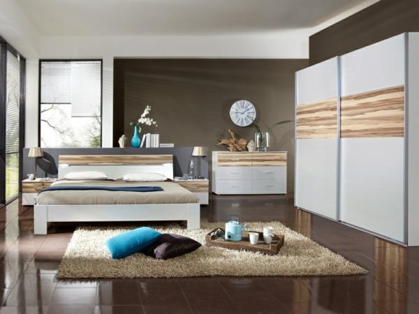 schlafzimmer-skandinavisch-Schiebeschrank-und-schubladen