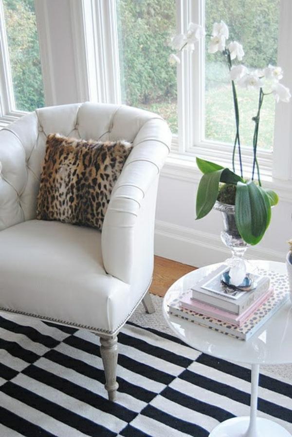 schwarz-weiß-in-streifen-teppich