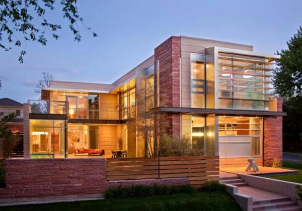 sehr-großes-und-gemütliches-modernes-glashaus- basiert auf zwei etagen