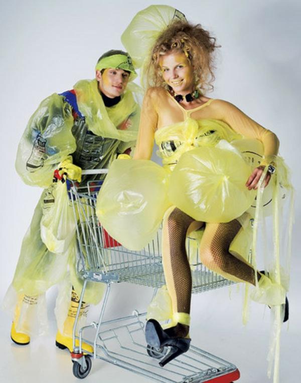 selbstgemachte-kostüme-paar-lustig