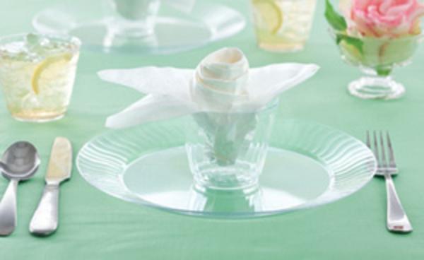 servietten-blumen-in einem glas gesteckt