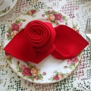 Schöne, elegante Rosen aus Servietten basteln!