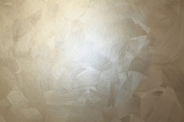 silberne-wandgestaltung- ein einfaches foto nehmen