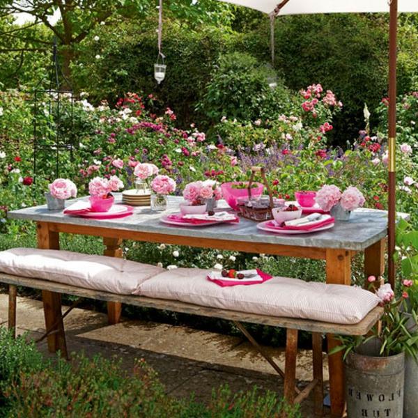 Sommerliche tischdeko 39 coole ideen for Tischdeko garten
