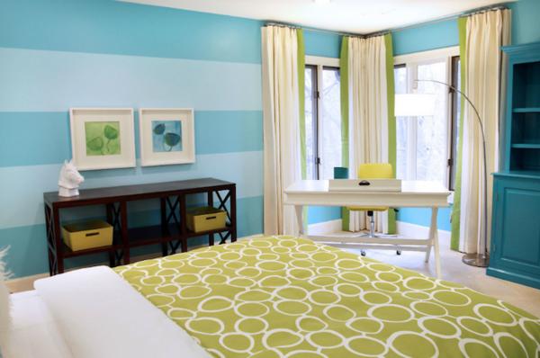 streifentapete-in-blau-weiß-hell-schlafzimmer-2