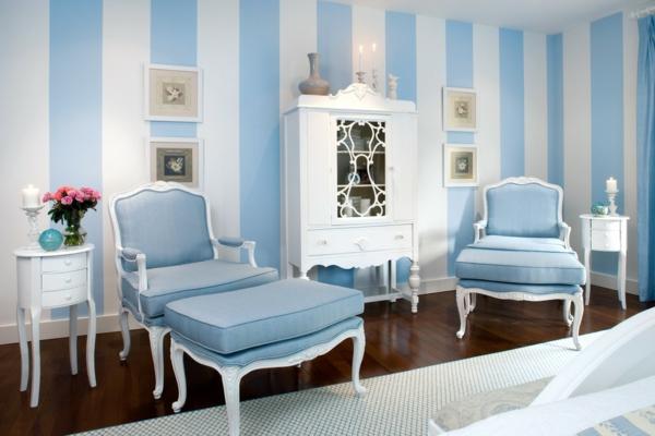 streifentapete-in-blau-weiß-hell-schlafzimmer2