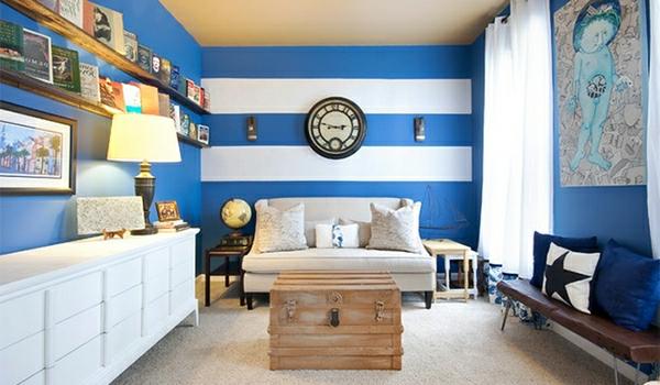 wohnzimmer blau weiß: in Blau und Weiß Mittlere Nuancen verwenden im Wohnzimmer