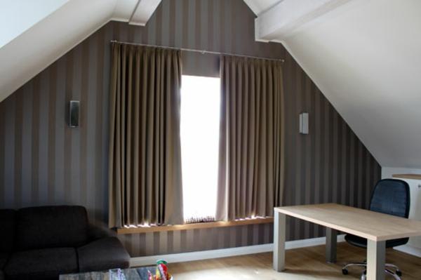 tapeten-metallic- und dicke gardinen