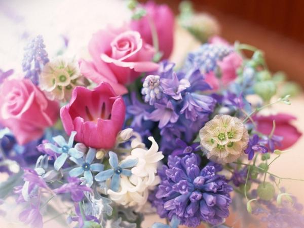 tischdeko-hochzeit-fine-gestalten-lila-rosa