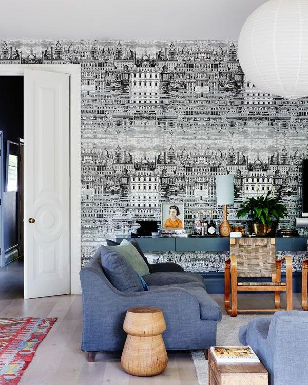 tolle-wohnzimmertapete-mit-stadtbild-schwarz-weiß