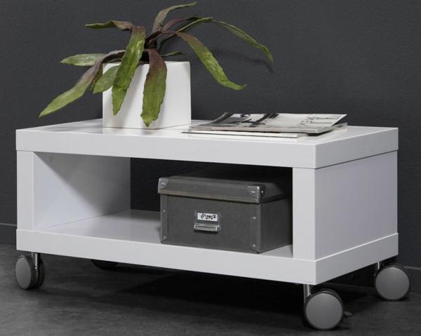 tv-tisch-auf-rollen-weißes-modell- eine grüne pflanze darauf