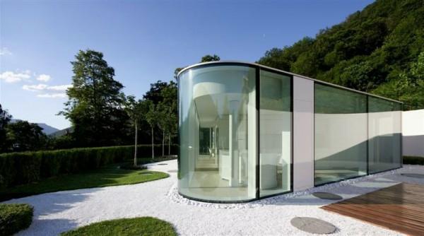 ultramodernes-glashaus in der natur