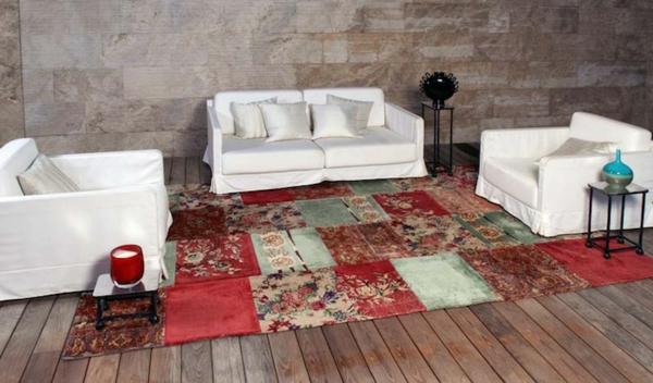 vintage-teppich-im-wohnzimmer mit weißen möbelstücken