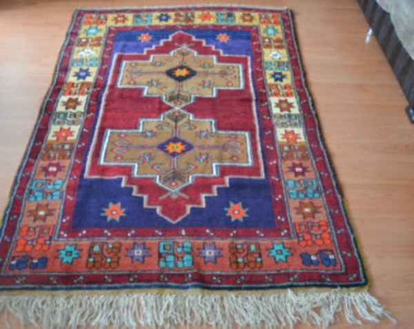 vintage-teppich-in-bunten-farben-foto von oben gemacht