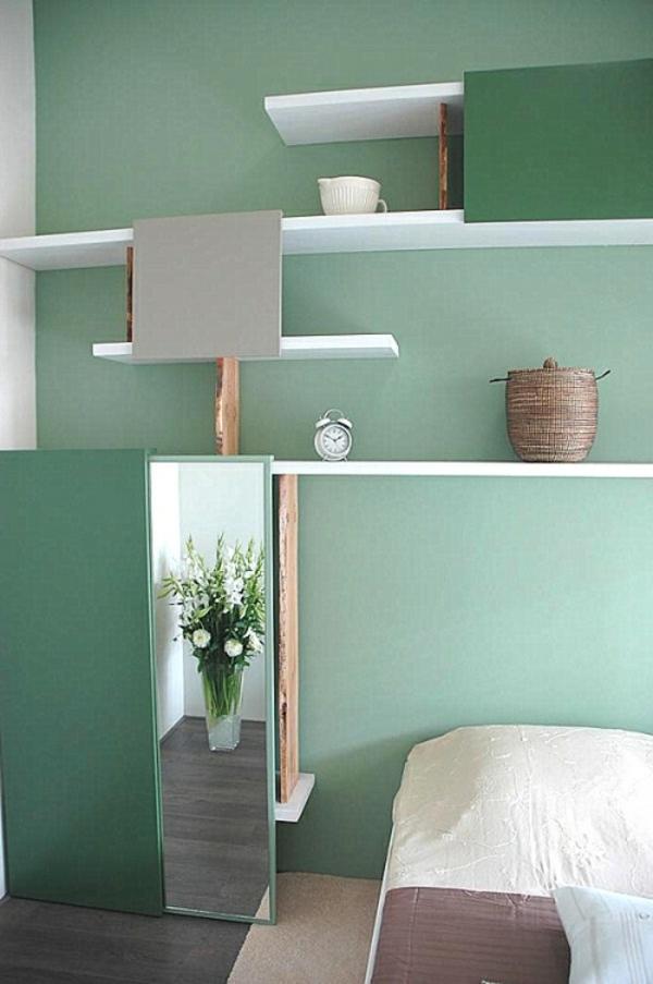 wandfarbe-mintgrün-wandregale-schlicht-schlafzimmer-interieur-ideen-in-minze