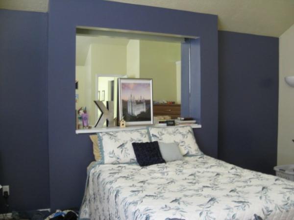 wandfarbe-taubenblau-dunkel-schlafzimmer-farben-beige-wandfarbe-blau-bettwäsche
