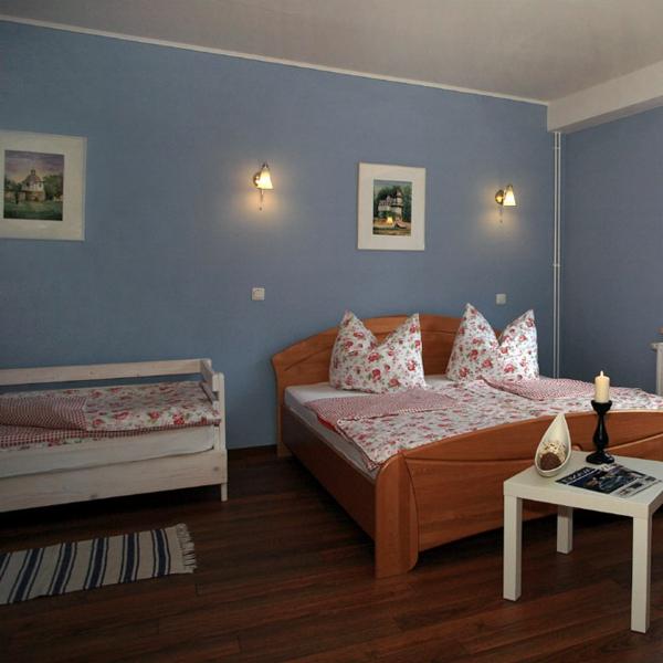 wandfarbe-taubenblau-hell-hotel