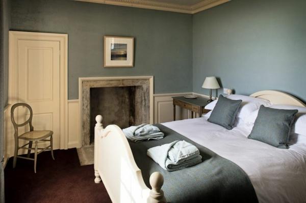 wandfarbe-taubenblau-hell-schlafzimmer