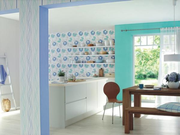 wandgestaltung-in-blau-tönen-mit-blaue-blumenmotive