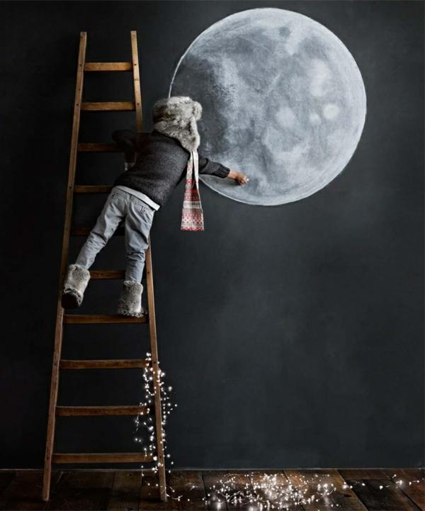 Mond malen an der Wand im Kindezimmer