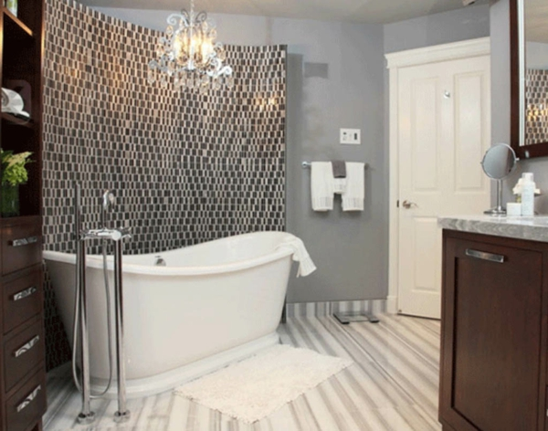 weiße-badewanne-bad-verkleiden-interessante akzentwand gestalten