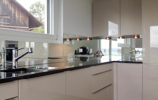k chenr ckwand aus glas 26 coole beispiele. Black Bedroom Furniture Sets. Home Design Ideas